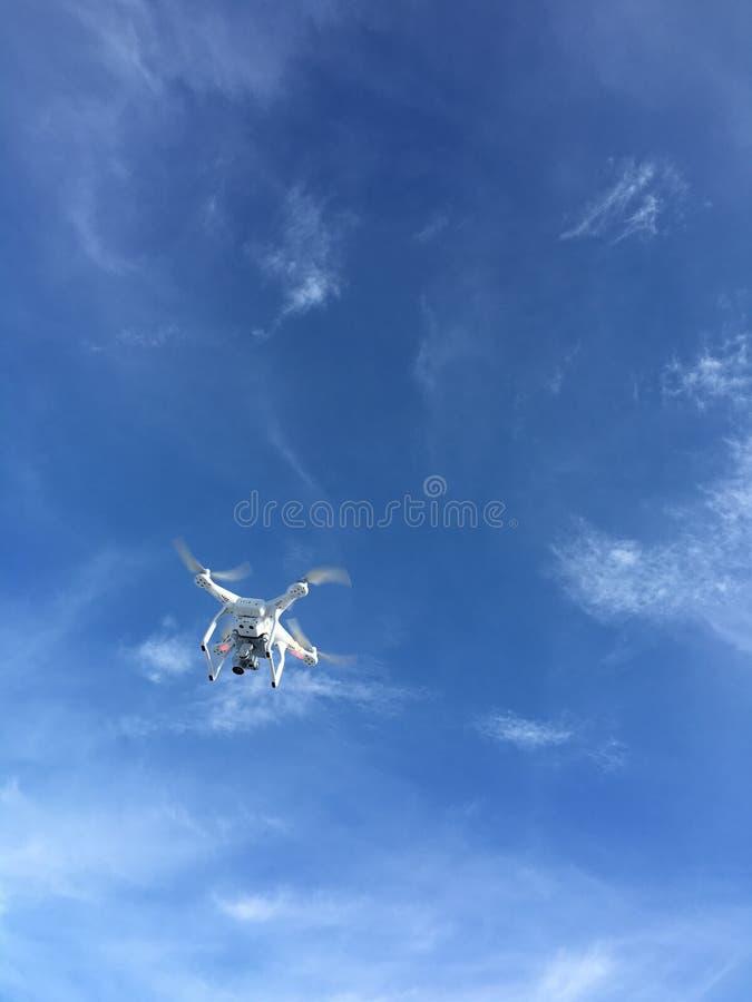 Parli monotonamente il giorno del cielo blu immagine stock libera da diritti