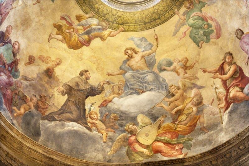 Parma - freskomålningen av Jesus med Stet Francis av Assisi i sidokupolen av kyrkliga Chiesa di Santa Cristina arkivfoto