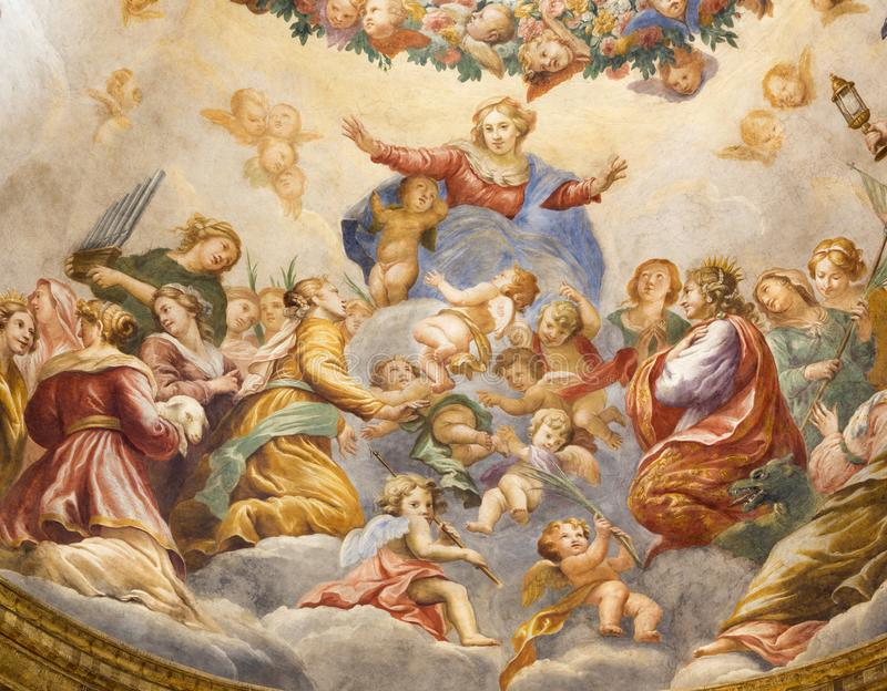 PARMA, ITALIË - APRIL 15, 2018: De fresko van Veronderstelling van de Maagdelijke Mari-Republiek in zijkoepel van Di Santa Cristi royalty-vrije stock afbeelding