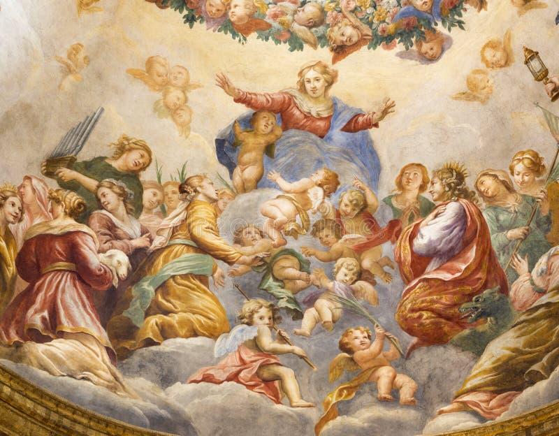 PARMA, ITALIA - 15 DE ABRIL DE 2018: El fresco de la suposición de la Virgen Mari en la cúpula lateral de los di Santa Cristina d imagen de archivo libre de regalías