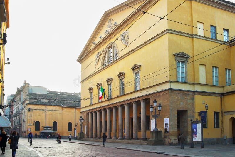 PARMA, ITALIA - 8 DE ENERO DE 2015: PF exterior el Teatro Regio I imagen de archivo
