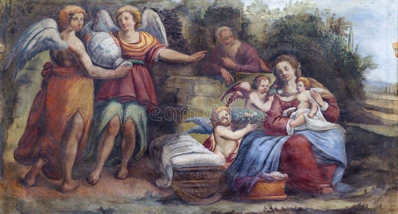 PARMA, ITALIEN - 16. APRIL 2018: Das freso der heiligen Familie mit den Engeln in Kirche Chiesa-Di Santa Croce lizenzfreies stockfoto