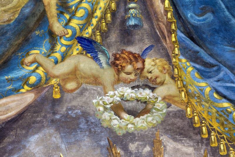 PARME, ITALIE - 17 AVRIL 2018 : Le détail des anges baroques avec le fresque floral de guirlande dans l'église Chiesa di San Bart photos stock