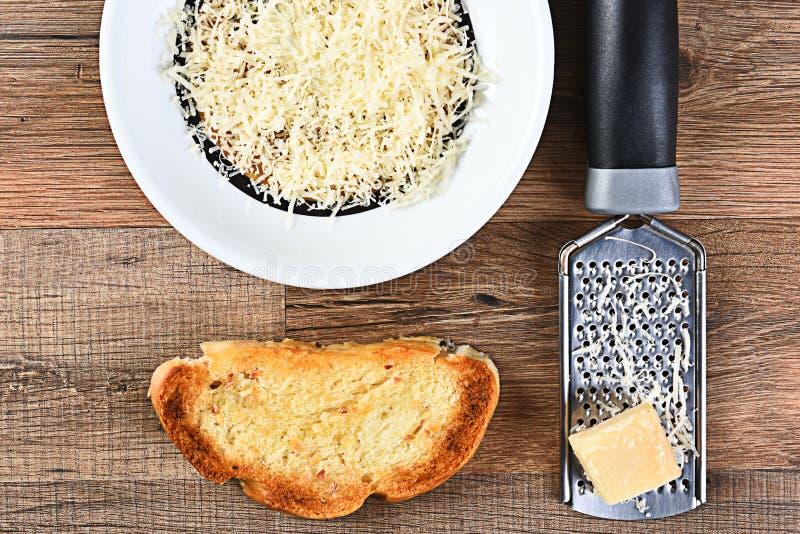Parmesan et pain à l'ail photo libre de droits