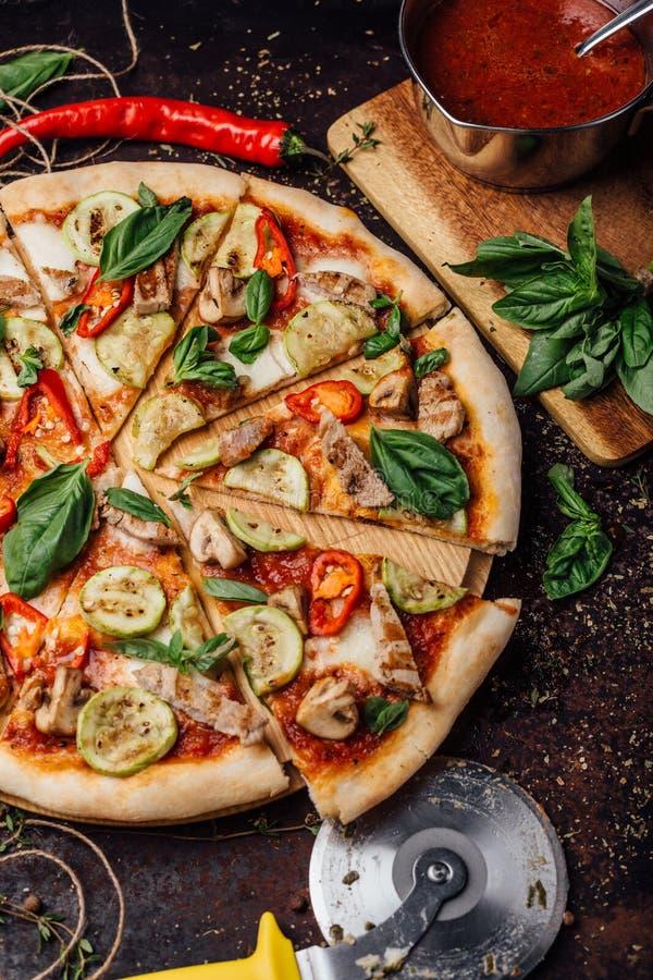 Parmesankäsekirschpizza und -feta stockbilder