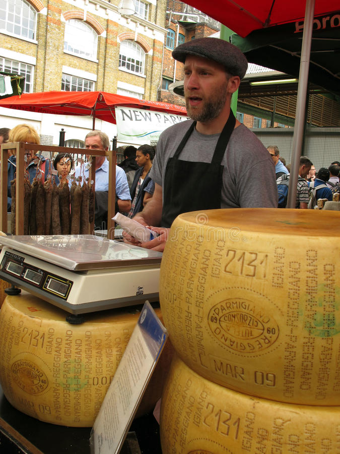 Parmesankäseparmesankäse für Verkauf stockfoto