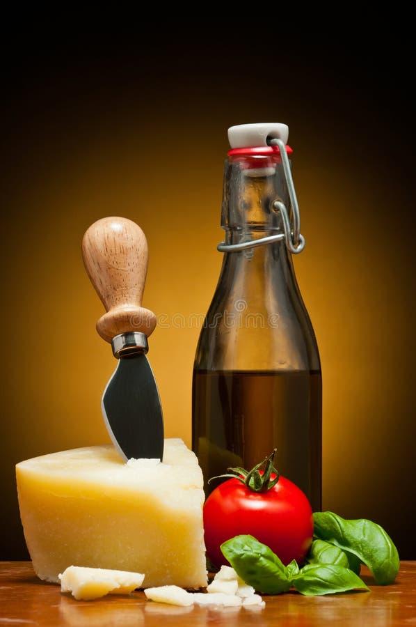 Parmezaanse kaas en olijfolie royalty-vrije stock foto