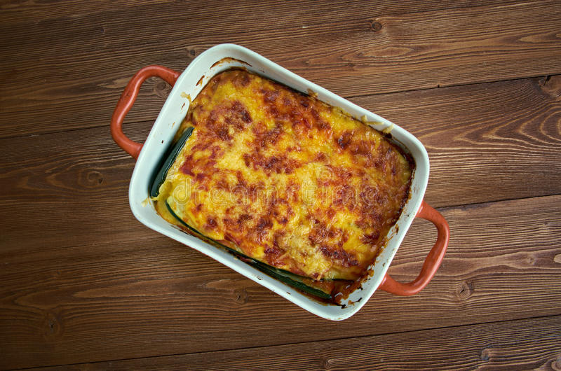 Parmigiana di zucchine immagine stock