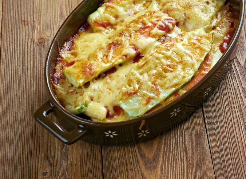 Parmigiana di zucchine immagini stock