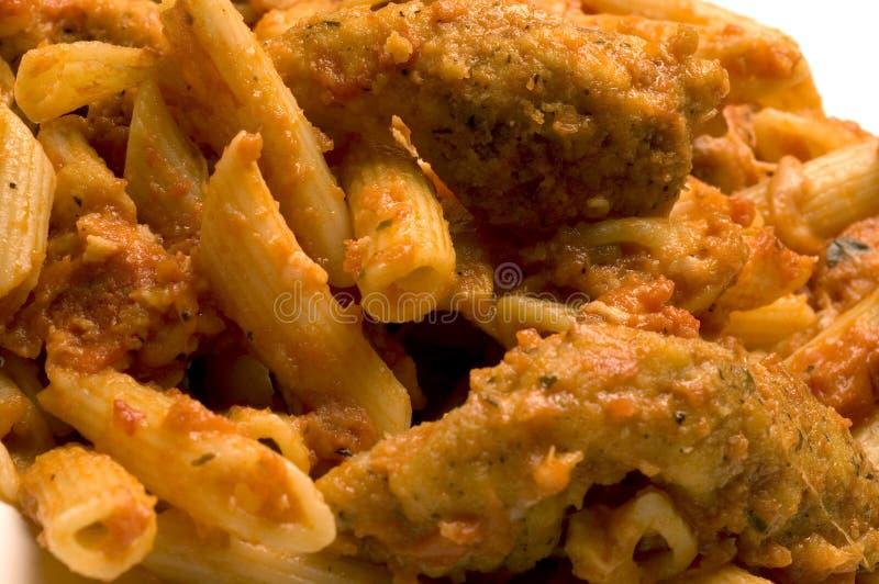 Parmigiana e penne del pollo fotografia stock libera da diritti