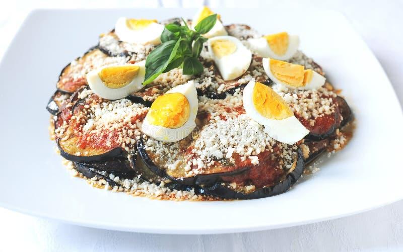 Parmigiana un plat italien typique avec l'aubergine photographie stock libre de droits
