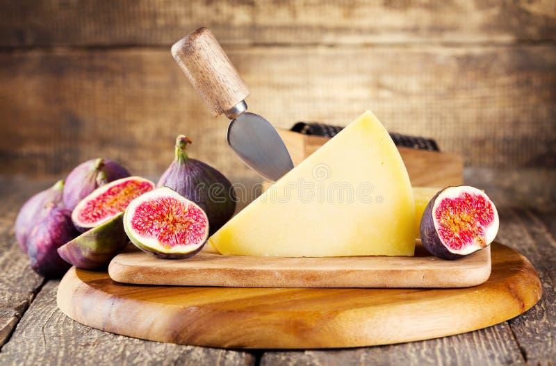Parmigiano con i fichi freschi fotografia stock libera da diritti