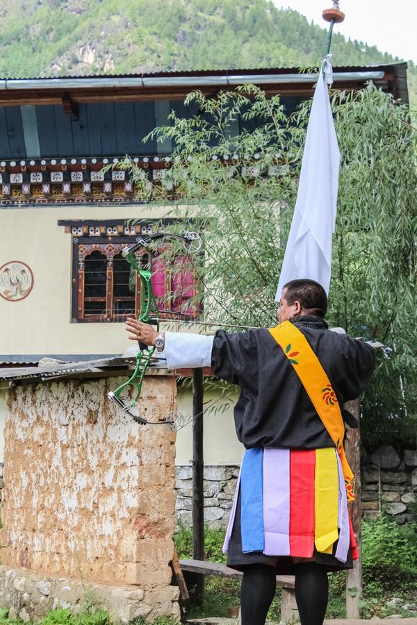 Paro, Μπουτάν - 18 Σεπτεμβρίου 2016: Bhutanese τοξότης σε έναν ανταγωνισμό τοξοβολίας, ο εθνικός αθλητισμός του Μπουτάν στοκ φωτογραφίες με δικαίωμα ελεύθερης χρήσης