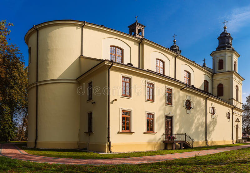 Parochie van St Stanislaus in Zbuczyn, Polen stock afbeelding