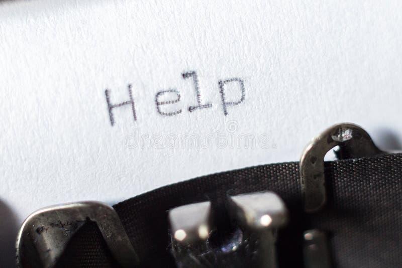"""Parola """"aiuto """"scritto sulla macchina da scrivere fotografia stock"""