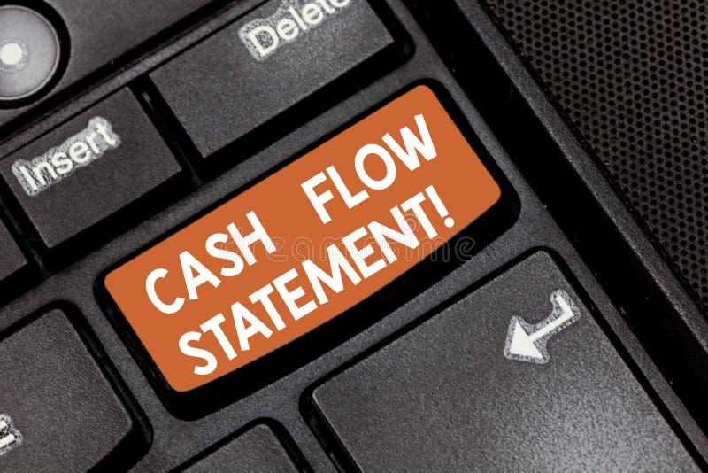 Parola che redige dichiarazione del flusso di cassa del testo Concetto di affari per i contanti finanziari di misure generati usa fotografia stock