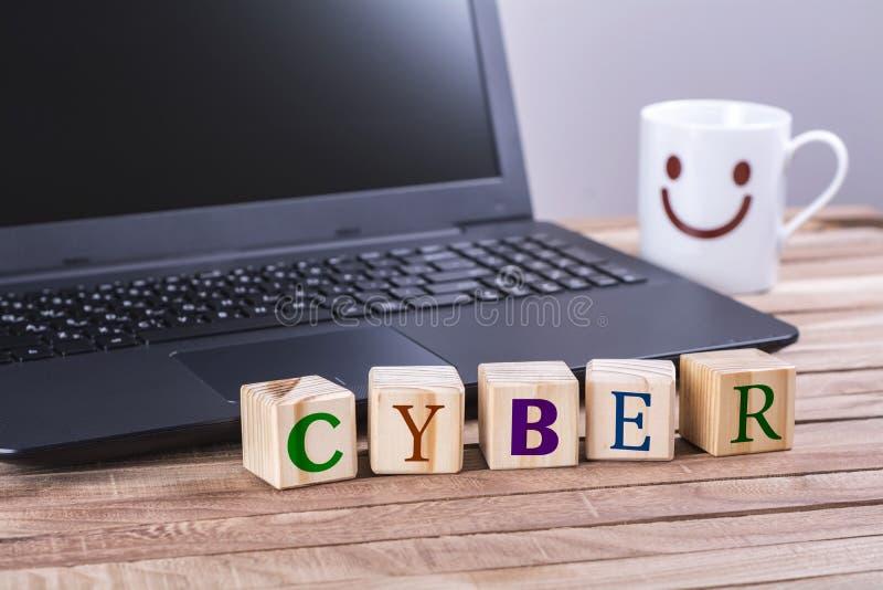 Parola cyber dei cubi di legno fotografia stock