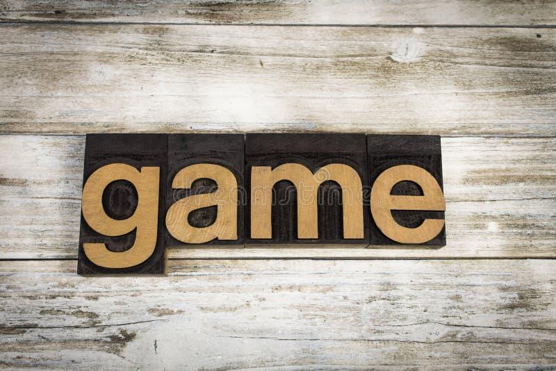 Parola dello scritto tipografico del gioco su fondo di legno fotografie stock libere da diritti