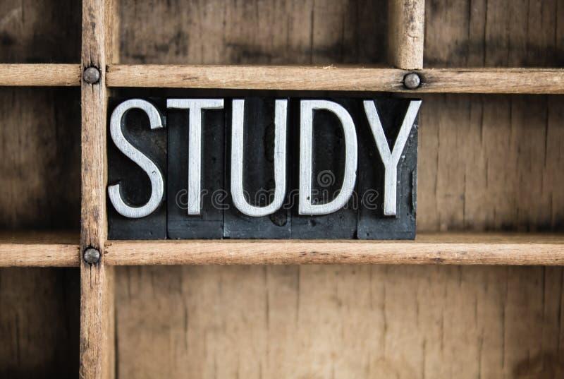 Parola dello scritto tipografico del metallo di concetto di studio in cassetto fotografia stock libera da diritti