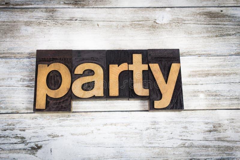 Parola dello scritto tipografico del partito su fondo di legno fotografia stock libera da diritti