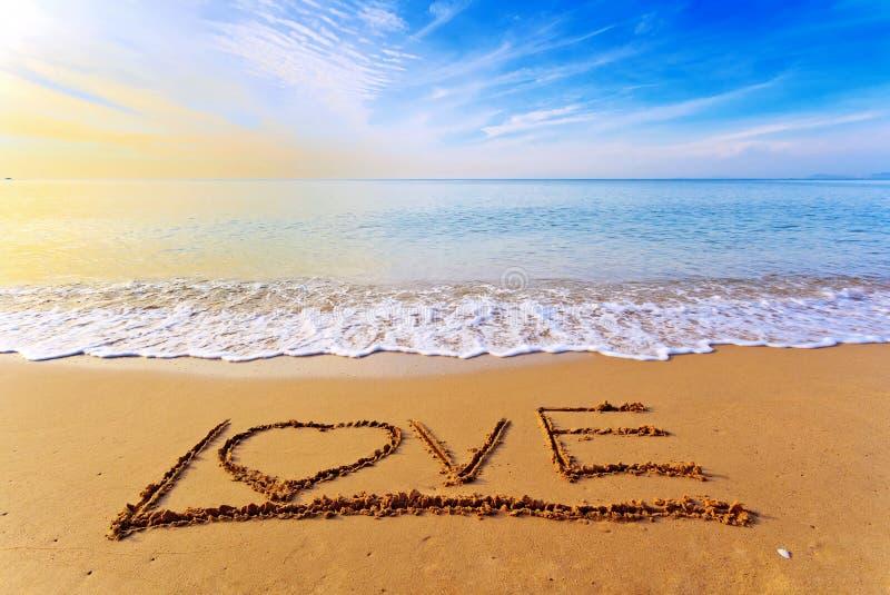 Parola di amore sulla spiaggia fotografia stock