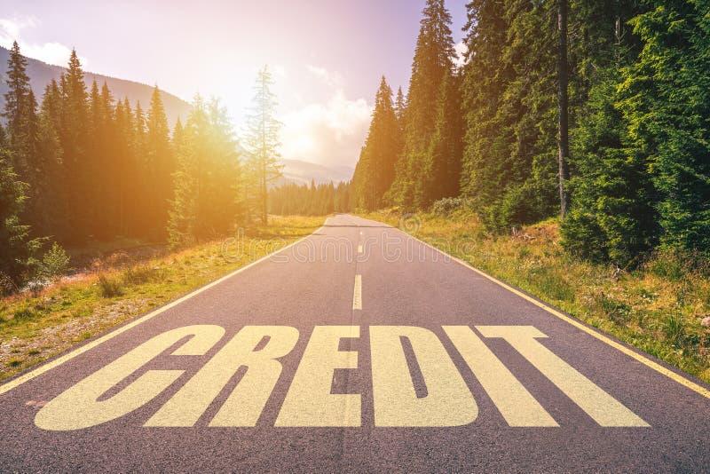 Parola di credito scritta sulla strada nelle montagne immagine stock libera da diritti