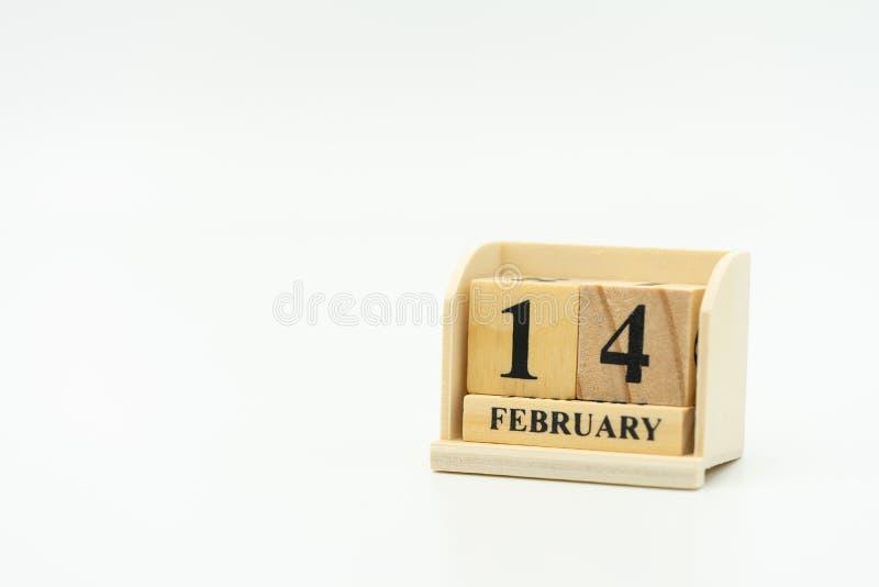 Parola di legno il 14 FEBBRAIO sul calendario Il giorno 14 incontra Valentine Day Il cuore rosso è la promessa di amore usando co fotografia stock libera da diritti