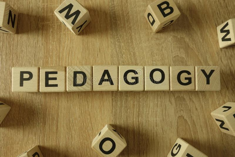 Parola di pedagogia dai blocchi di legno immagine stock libera da diritti