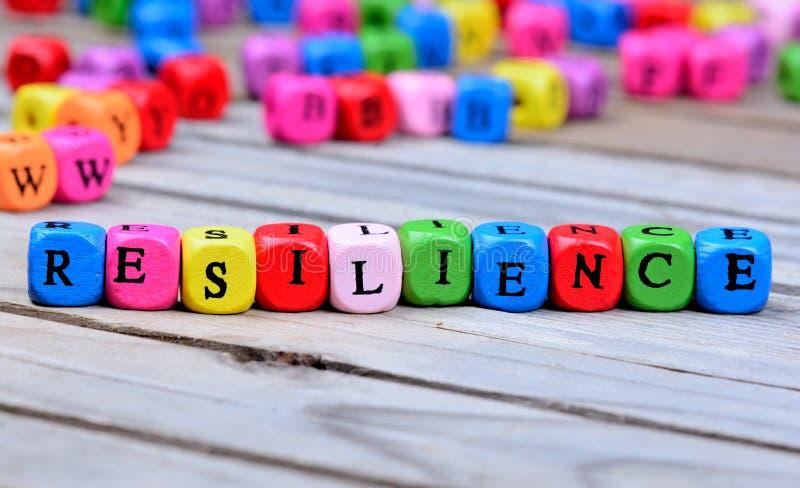 Parola di resilienza sulla tavola fotografie stock libere da diritti