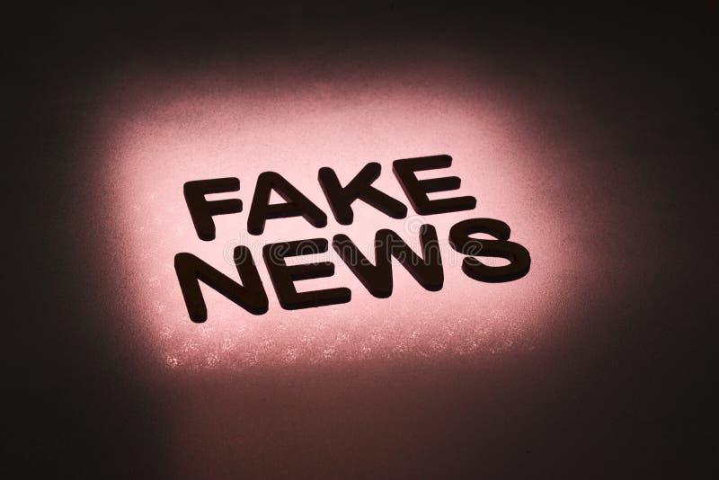 parola ' falsificazione news' royalty illustrazione gratis