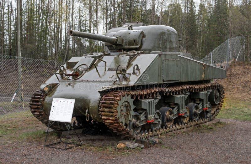 Parola Finland - Maj 2, 2019: Behållaremuseum i staden av Parola Engelsk behållare M4 Sherman arkivbilder