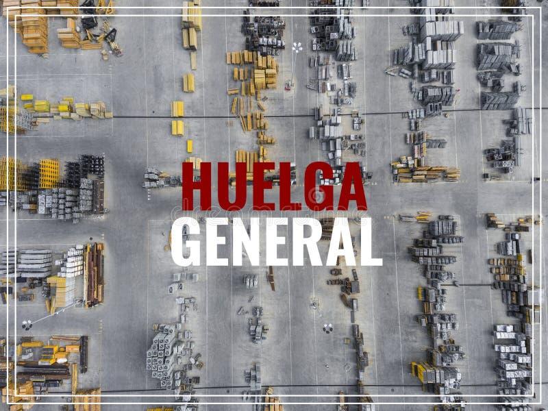 Parola Huelga nella lingua spagnola Posto industriale di stoccaggio, vista immagine stock libera da diritti