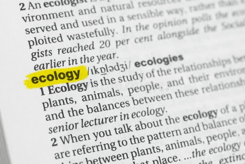 Parola inglese evidenziata & x22; ecology& x22; e la sua definizione al dizionario immagini stock