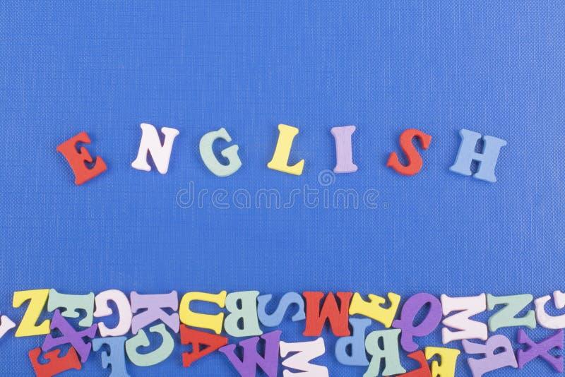 Parola inglese su fondo blu composto dalle lettere di legno di ABC del blocchetto variopinto di alfabeto, spazio della copia per  fotografia stock