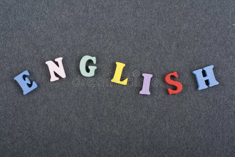 Parola inglese sul fondo nero composto dalle lettere di legno di ABC del blocchetto variopinto di alfabeto, spazio del bordo dell immagine stock