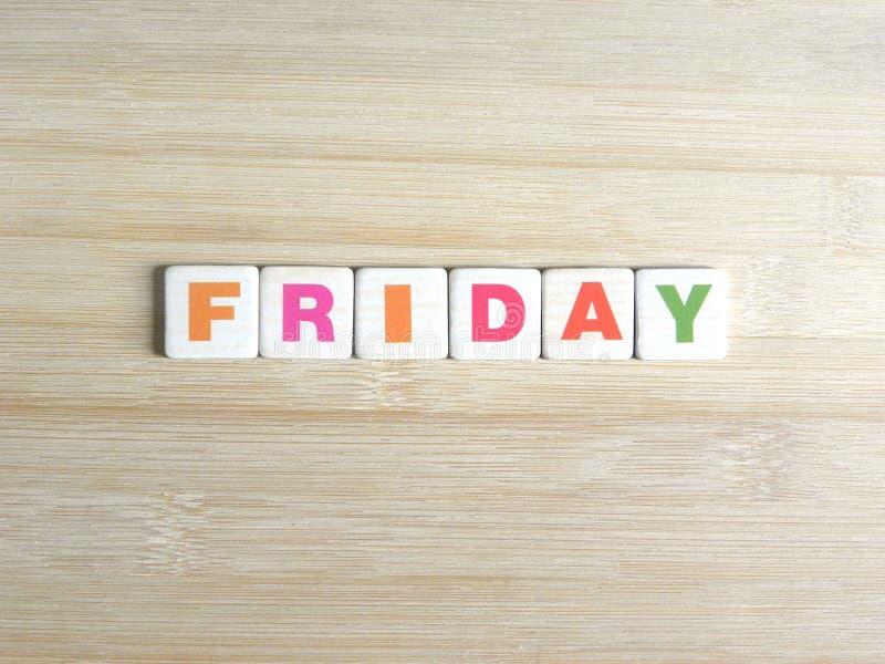 Parola venerdì su fondo di legno immagine stock
