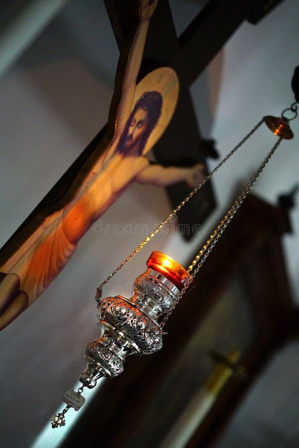 PAROS, GRIEKENLAND, 18 2018 Mooie details in een kleine Orthodoxe kerk in het centrum van Parikia vector illustratie
