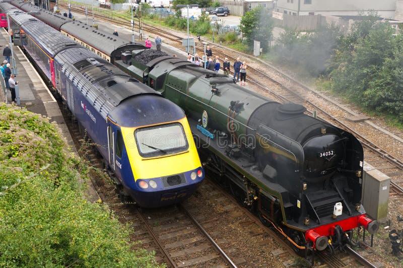 Parowa lokomotywa i 125 olej napędowy zdjęcia royalty free