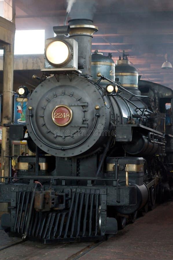 Parowa lokomotywa w zajezdni fotografia royalty free