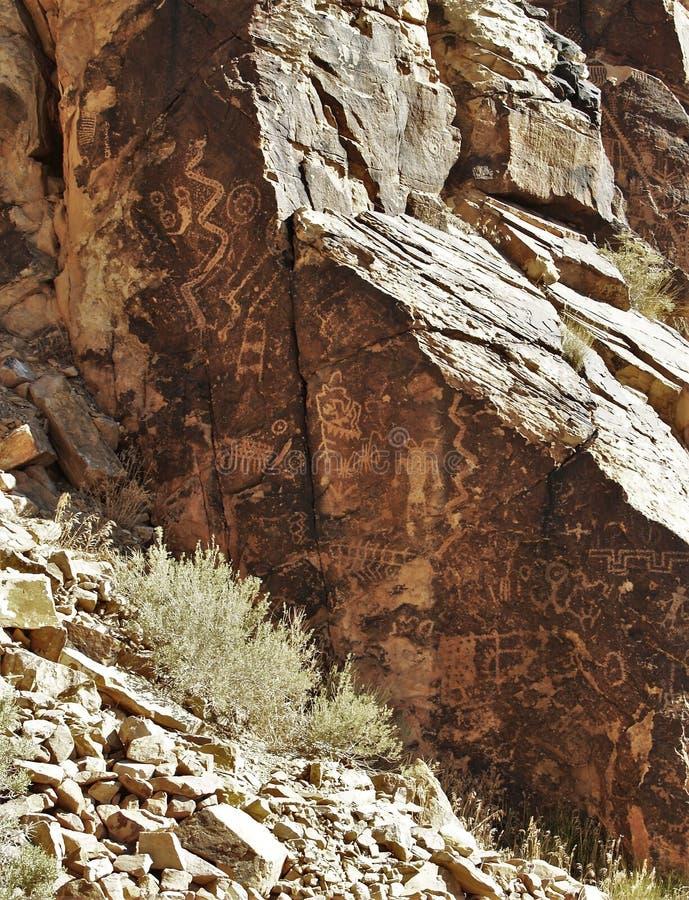 Parowan Gap petroglyphs royaltyfria bilder