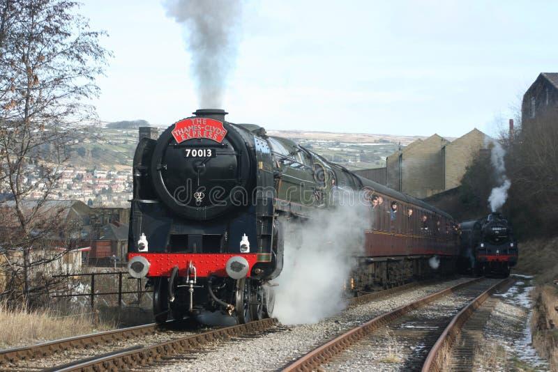 Parowej lokomotywy liczba 70013 Oliver Cromwell przy Keighley bankiem o obraz stock