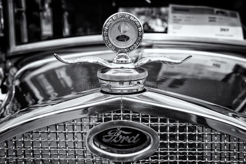 (parowozowa deaktywacja) grzejnik i emblemat samochodowy Ford model A zdjęcie stock