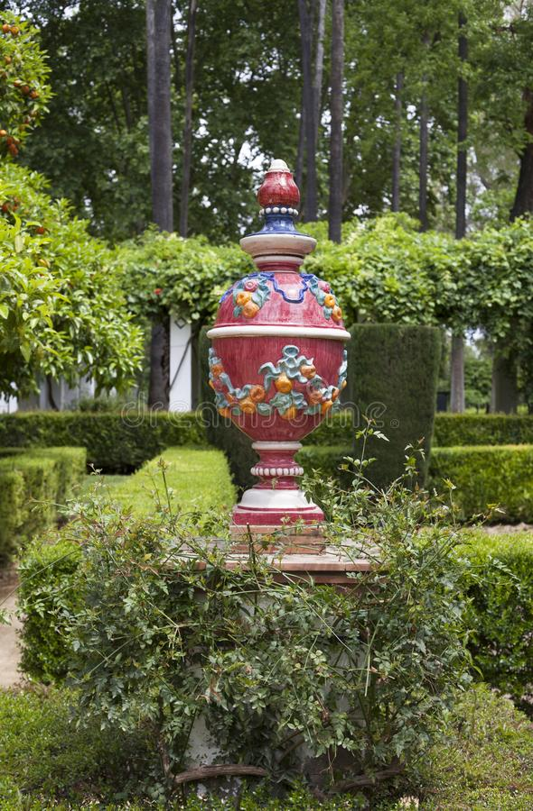 Parque στη Σεβίλλη που διακοσμείται με τα χρωματισμένα κεραμικά στοιχεία στοκ φωτογραφίες