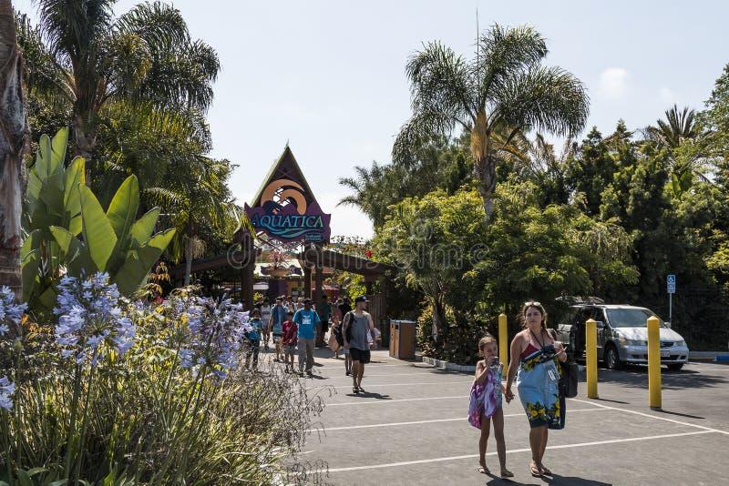 Parque acuático del agua de la salida de la gente en San Diego, California imágenes de archivo libres de regalías