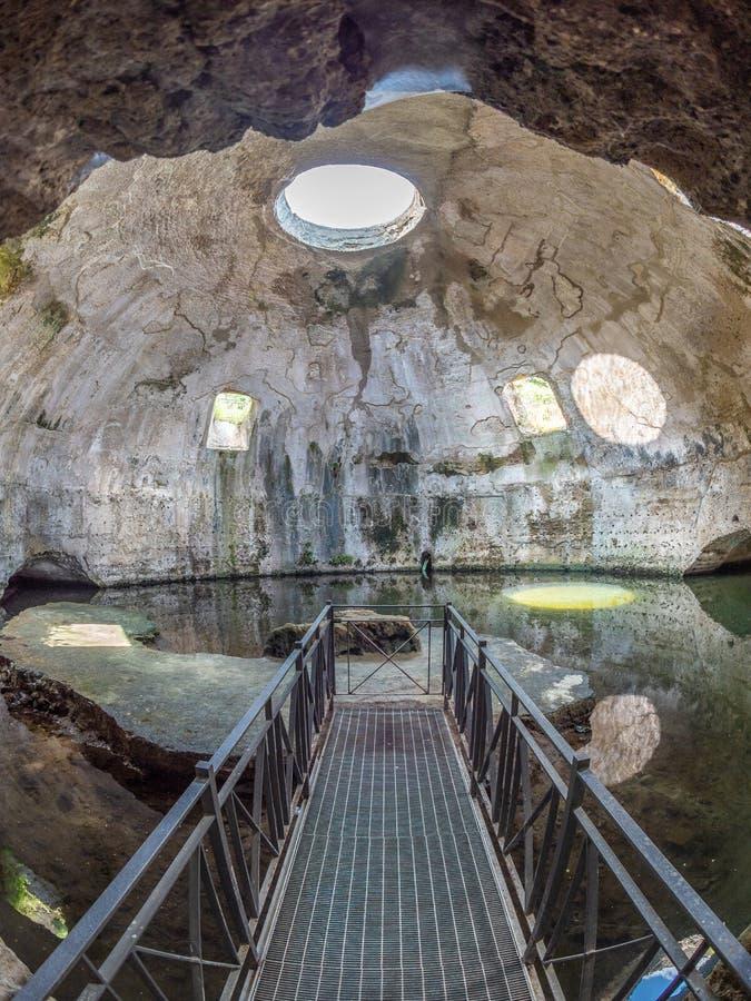 Parque arqueológico de Baia, templo de Mercury fotos de archivo libres de regalías