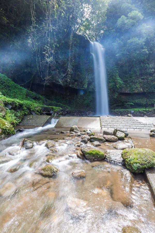 Parque bonito da cachoeira de Kamikawa Otaki em Kagoshima, Japão fotos de stock