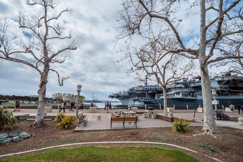 Parque bonito na ba?a de San Diego - Calif?rnia, EUA - 18 de mar?o de 2019 fotografia de stock royalty free