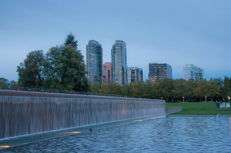 Parque céntrico de Bellevue por la tarde fotos de archivo