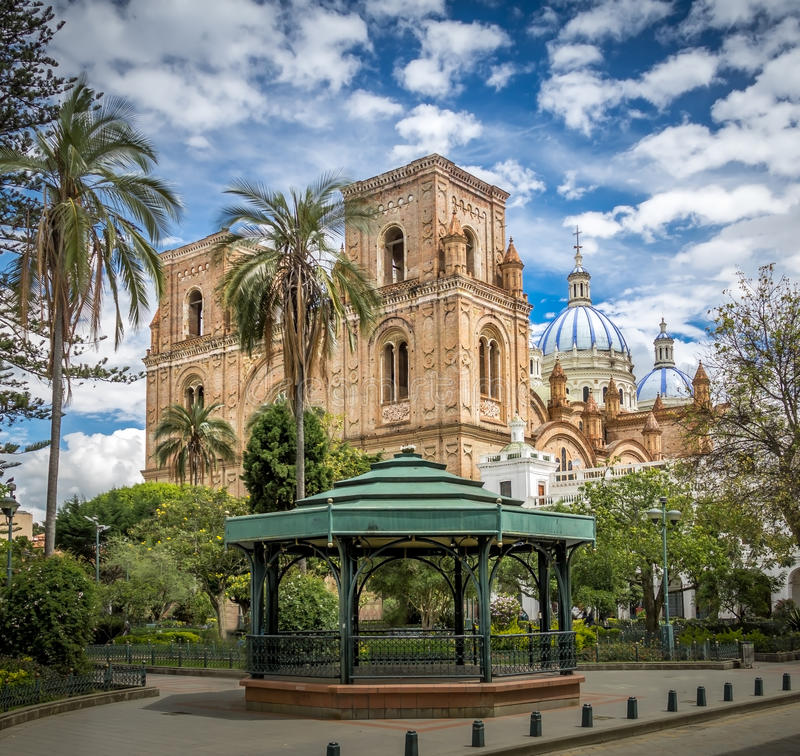 Parque Calderon e catedral de Inmaculada Concepción - Cuenca, Equador foto de stock