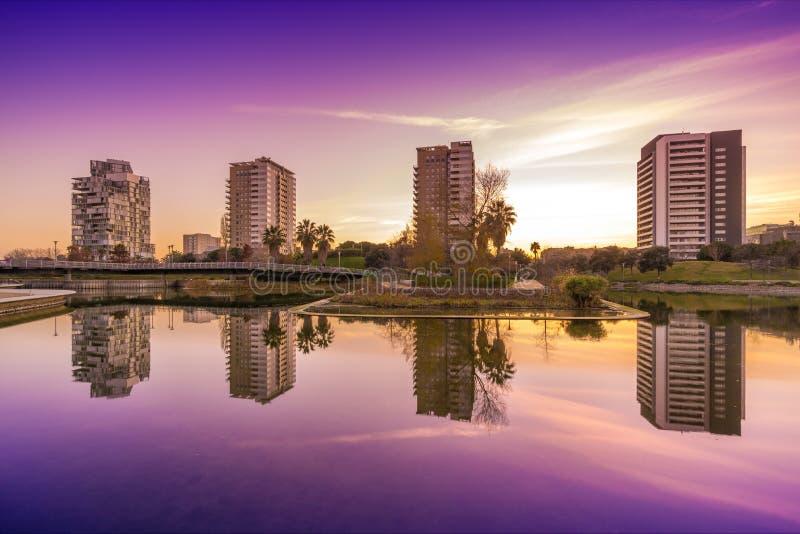 Parque con la charca en Barcelona imágenes de archivo libres de regalías